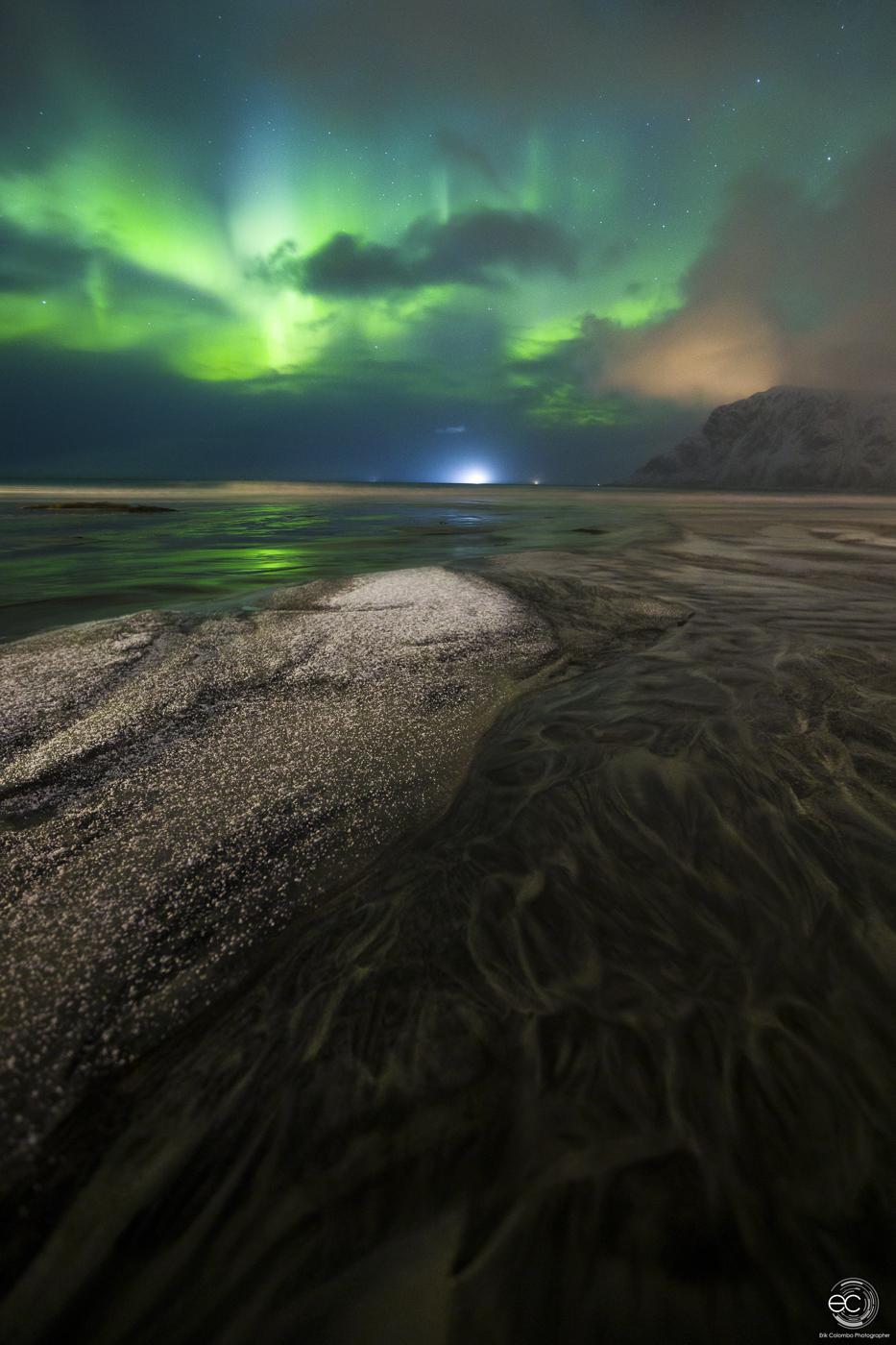 Paesaggio con aurora in Norvegia a Skagsanden di Erik Colombo